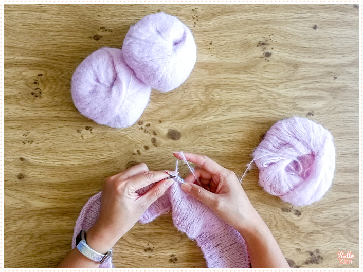 Premiers tours du pull ajouré, inspiré du pull Presque Sessun de clmandco, tricoté avec la Drops Brushed aplaca silk en coloris rose poudré