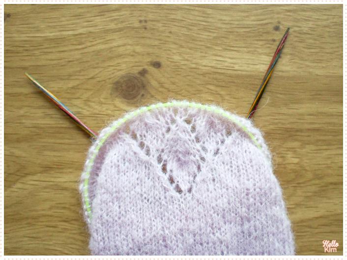 Manche en cours en Drops Brushed Alpaga silk, détail du motif ajouré