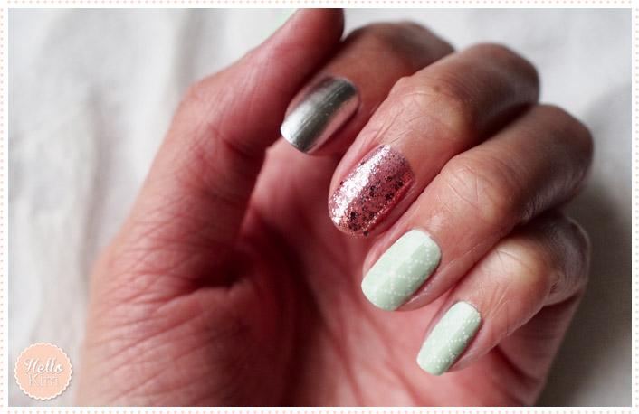Manucure pastel avec vernis vert d'eau, des paillettes roses et du vernis argenté - Hellokim