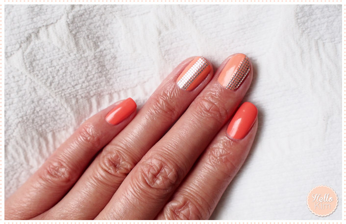 Nail art avec nail patch Essense sur base corail / Nail art with Essence nail patch and corail nail polish