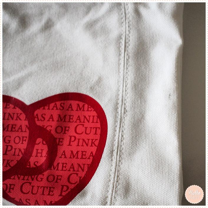 Sac en toile Hello Kitty blanc et motifs rouges - Détails >> HelloKim