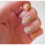 <span>Nail art</span> Fleurs camel